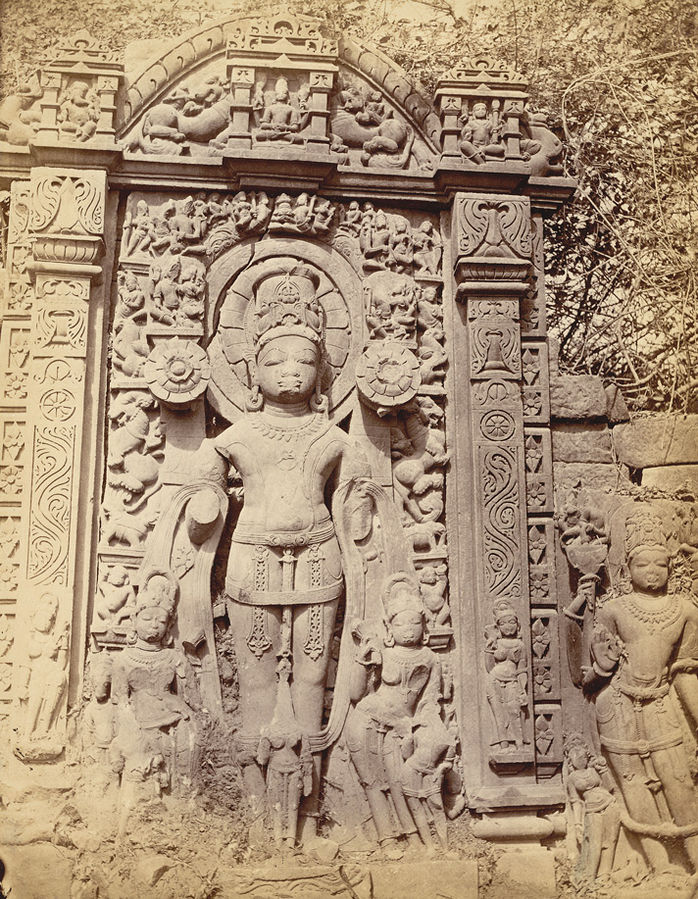 698px-Sculpture_of_Aditya,_the_Sun_god,_of_Gupta_period,_from_Garhwa,_Allahabad,_1870s