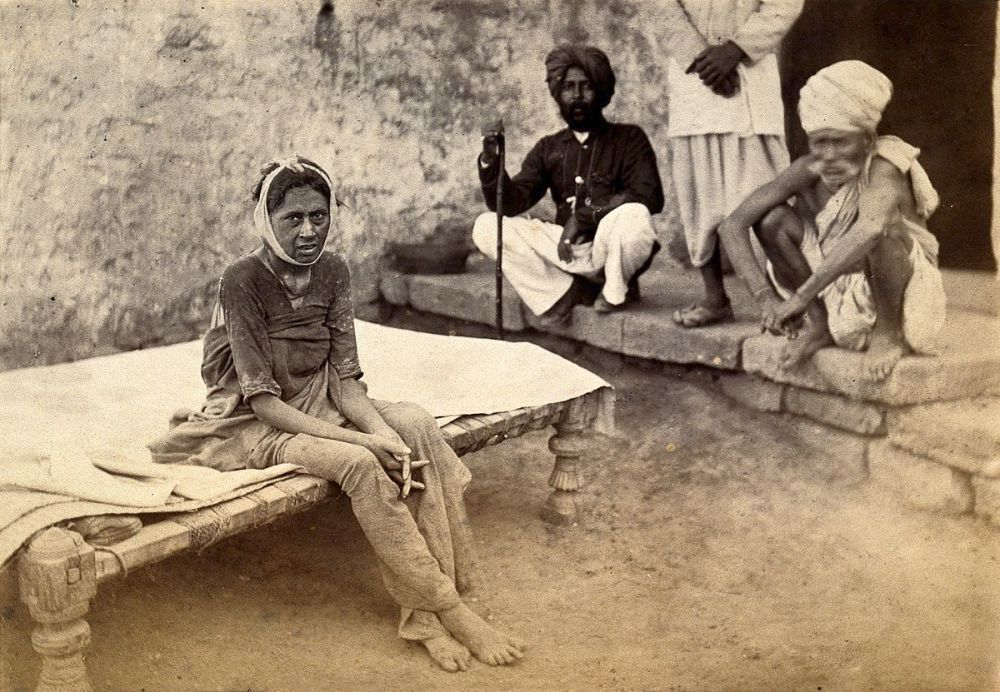 1200px-Female_patient_with_bubonic_plague_in_Karachi,_India._Photog_Wellcome_V0029288